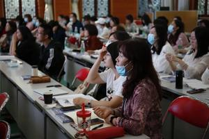 必赢亚州新教师培训活动:从优秀...